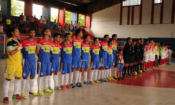 Uniformidad y respeto para los actos de protocolo. #FútbolRevolucionado (fecha 13)