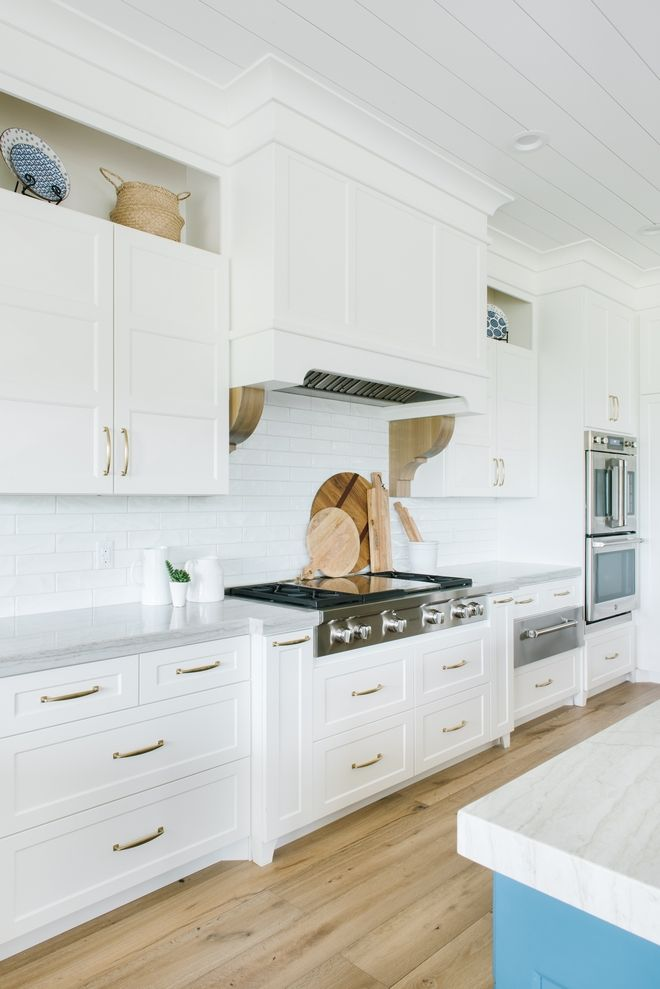Chantilly Lace Oc 65 By Benjamin Moore Kitchen Cabinet Paint Color Best Whites Kitchen Inspiration Design White Kitchen Design Painted Kitchen Cabinets Colors