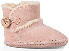 Handmade baby shoes are perfect gifts for babies. You can sew a nice one with some supplies and patience. Here is a super cute idea to make a pair of baby boots. They look just like the original UGG boots, don't they? They are warm and comfy for the little feet and toes! Next time you need …