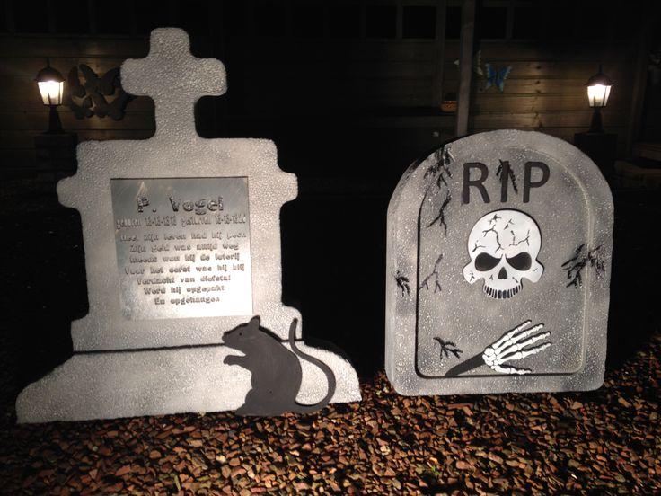 Halloween artikelen gemaakt voor de spokenjacht in Delft. Wij toveren daar een speelveld om tot kerkhof. Inclusief Ratten en vleermuizen