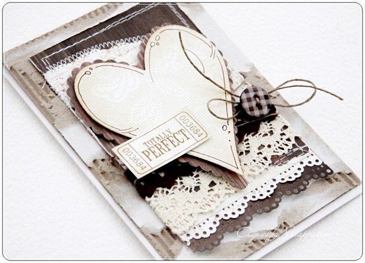 Kartki z sercem na różne okazje :) a na nich śliczne  guziczki w kratkę  od RAE