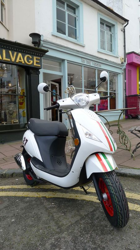 Sinnis Street 50cc learner legal moped. Excellent styling and over 120mpg! From only £899 at your local dealer. Unbeatable value - and extremely well built machine