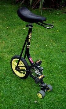 In de jaren '90 een populair product: De éénwieler! En voor dit artikel geldt: Oefening baart kunst!