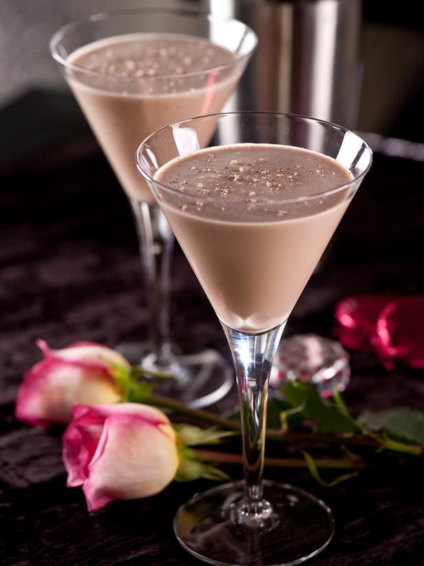 Valentino's Delight To follow a romantic meal, delight your special someone with this sweet and creamy cocktail.