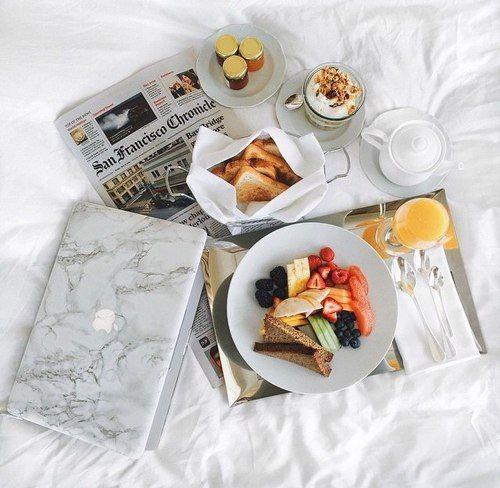 breakfast people flatlay pinterest petit d jeuner lits et petit d jeuner au lit. Black Bedroom Furniture Sets. Home Design Ideas