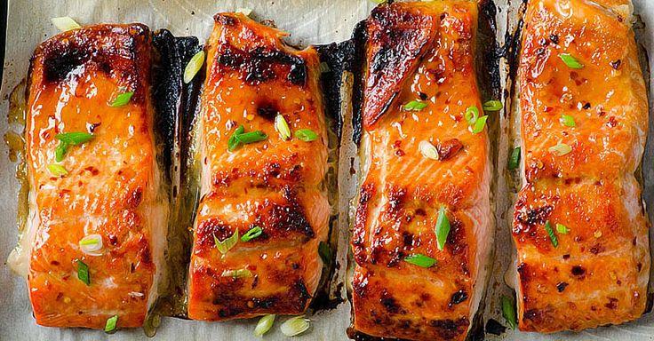 Pečený pikantní losos s jarní cibulkou