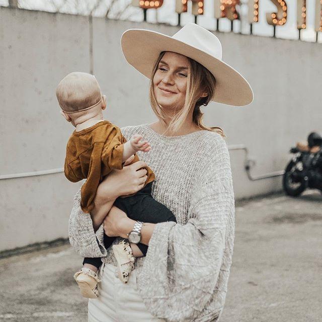 how I feel every time I see her neck rolls ris och ros till det amerikanska mammaledighetssystemet finns nu på bloggis! länk finns i min profil