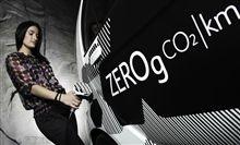 Możesz zapomnieć o stacjach paliw! Citroën C-ZERO jest napędzana przez silnik elektryczny, który generuje 49kW (lub 67KM EWG). Jest zasilany przez 16kW / h akumulator litowo-jonowy, który generuje wystarczająco dużo energii do zasilania silnika, klimatyzację i systemu ogrzewania. Dowiedz się więcej na oficjalnej stronie tego modelu: http://www.citroen.pl/home/#/citroen-c-zero/