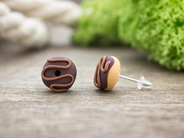 Csokis fánk gyurma beszúrós fülbevaló