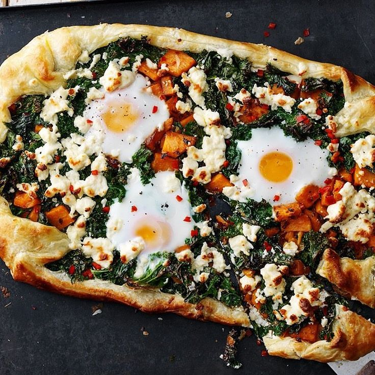 Idag blir vår vego en Galette med vitost och ägg❣️👏🏼 #arlaköket #arla #soltorkade #vegetarisk #galette #ost #recept #vitpizza #fetaost #pizza #ägg