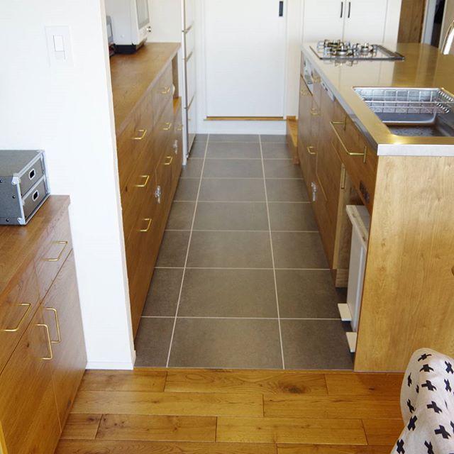 キッチンの床と洗面所の フロアタイル この色にしてよかったと思う