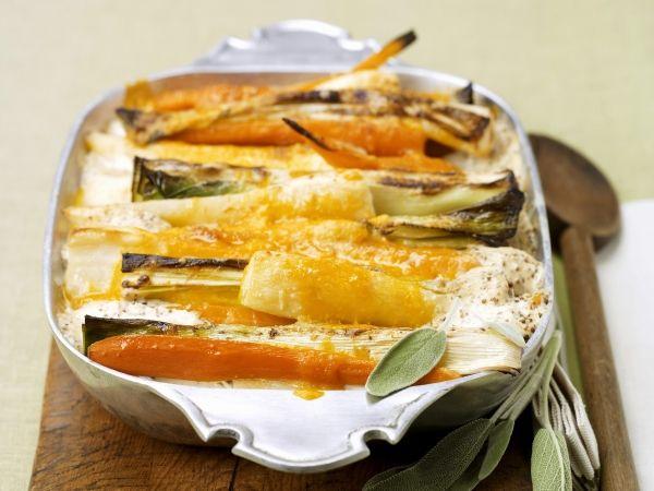 Vegetarische ovenschotel met wortel, prei en pastinaak. Lekker als lunch of als bijgerecht met aardappelpuree.