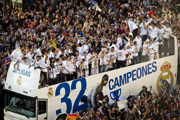 Real Madrid fans converged at their traditional Cibeles square in Madrid on Thursday to celebrate their side's first La Liga title since 2008.: Madrid Fans, Fans Converg, Real Madrid, Hala Madrid, Cibel Squares, Jubili Madrid, Real Title, Madrid Celebrity, Jubil Real