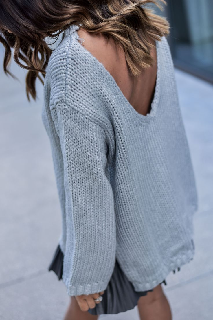 cutout back sweater in grey, fashion blogger, knits, pleated skirt, http://www.flauntandcenter.com
