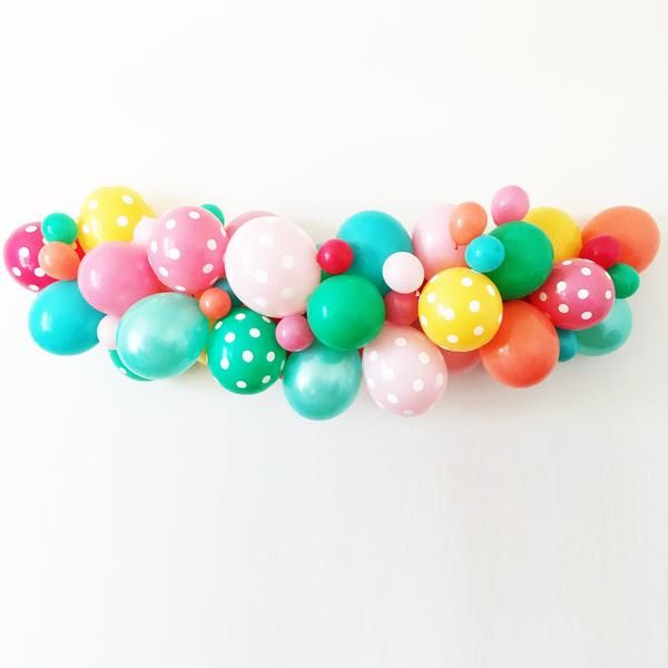 This fabulous balloon kit will allow you to create a balloon masterpiece that is sure to be a showstopper at any celebration! The kit includes everything to make up to an 8 foot balloon garland: - 24