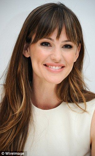 Jennifer Garner perfectly rocks those bangs // #greathair