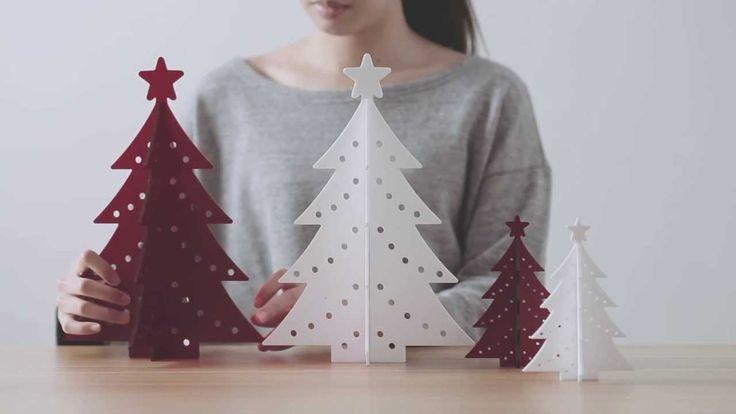 L'albero di Natale stilizzato  3D  è un'idea del colosso giapponese Muji . Di acrilico, si apre a creare un piccolo decoro natalizio. Fa parte della collezione Xmas 2016.   muji.eu
