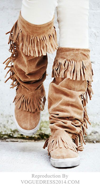Fringe Moccasin Boots. OH I LOVE <3 THESE, SO VERY MUCH... I WANT THESE SO VERY MUCH!!!!