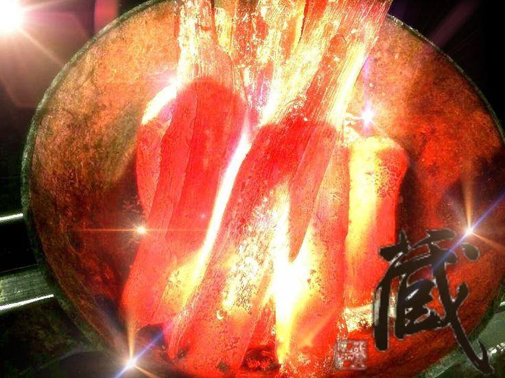 浅草炭火会席蔵 お肉魚介を備長炭で焼き上げます 備長炭とは備長は人名で紀伊国田辺の商人備中屋長左衛門びっちゅうや ちょうざえもん備長がウバメガシを材料に作り販売を始めたことから備長炭の名がついた  本来木炭白炭の一種でありウバメガシのみを備長炭と呼ぶが広義において樫全般青樫等を使用した炭を指す場合もあるただし外国産のものを備長炭として販売する業者があるが広義においてもそれらは外れるので注意が必要である  #蔵 #炭火会席蔵 #topcitybites #toptokyorestaurants #浅草 #グルメ部 #デリッシュキッチン #ビデリシャス #株式会社浅草 #クッキングラム #デリスタグラマー #delistagrammer #mogo # #浅草食べ歩き #肉 #肉テロ #東京グルメ #仲見世 #田村牛 #いいね返し #ヒルナンデス #プロフェッショナル #dancyu #ヒトサラ #大人の隠れ家 #大人の週末 #東京カレンダー #食テロ