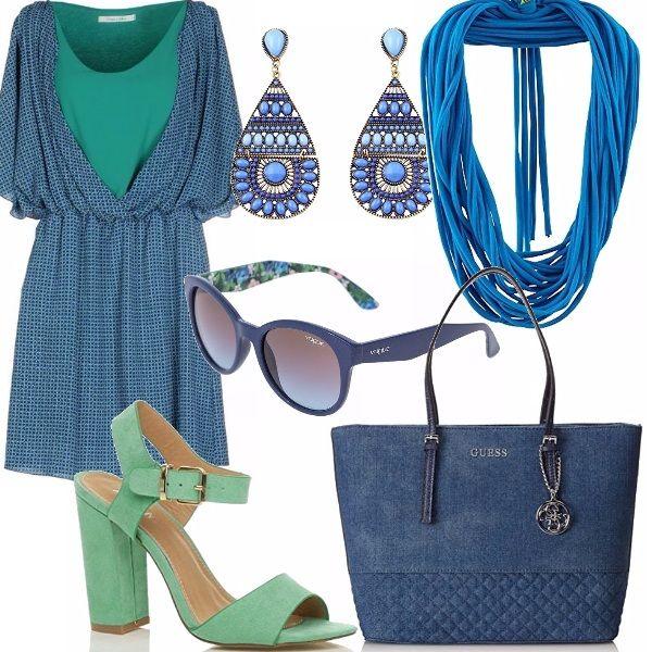 Vestitino con arricciatura in vita morbido e fresco abbinato ad un sandalo, tacco comodo con cinturino alla caviglia, color verde menta. Una borsa Guess simil jeans ed il resto degli accessori blu. Occhio alla sciarpa collana, in super offerta.