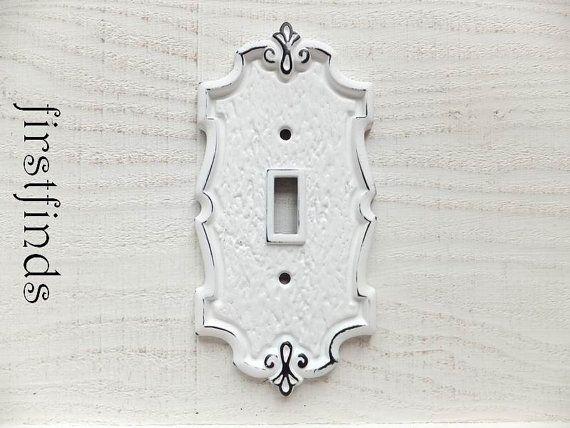 Plaque d'interrupteur de lumière couverture électrique Shabby Chic blanc Lite Fleur De Lis Cottage unique métal Vintage Decor mural Vintage détails d'article ci-dessous