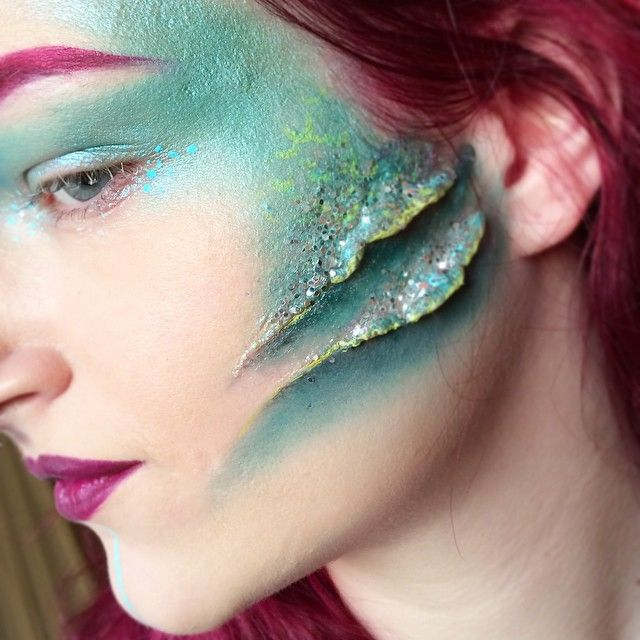 Close up of the gills  made it with nose and scar wax (never again), coastal scents eyeshadows, limecrime uniliner in citreuse and a lot of chunky glitter