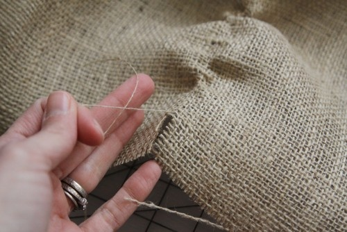 Trick to getting a straight line with burlap.  Find the end of a thread and pull then you'll have your cut line.: Burlap Crafts, Burlap Ideas, Cut Burlap, Craft Ideas, Sewing Fabric Crafts, Burlap Tips, Craftshow Etsy Tips, Straight Lines