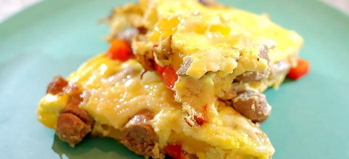 Frittata met chipolataworstjes, paprika, champignons en kaas