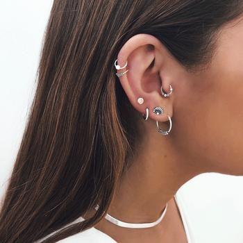Bali hoops – San Saru Bali hoops – San Saru Bali hoops – San Saru Bali hoops – San Saru Related Delicate and Oh-So-Pretty Ear Piercing Ideas Graduated StyleEmerald Earrings. Daith Piercing, Percing Tragus, Body Piercing, Bar Stud Earrings, Rose Gold Earrings, Crystal Earrings, Diamond Earrings, Diamond Jewelry, Different Ear Piercings