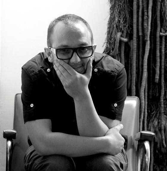 """""""El hombre primitivo necesita solo un dedo para dañar a otra persona, y es la evolución a través de la cultura que le pide que use los 10 dedos, el cerebro, el corazón…""""  -César López"""