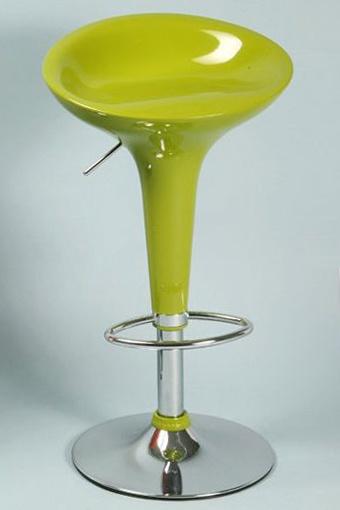 Taburete verde elevable de diseño moderno.
