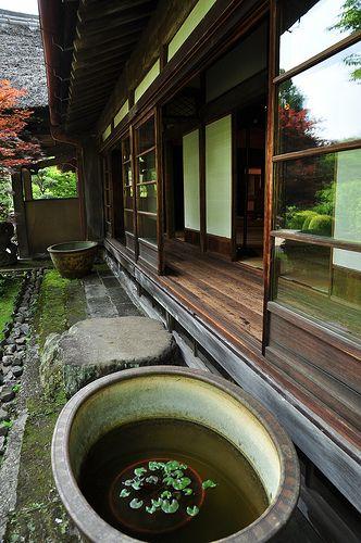 縁側 Japanese house (This looks much alike my dad's old house where he grew up!)