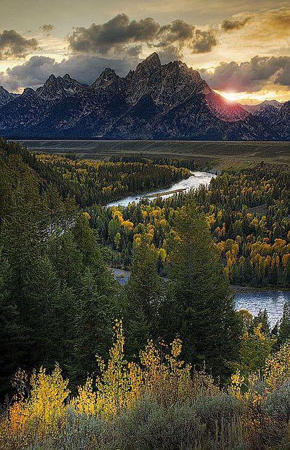 Snake River and Grand Teton at Sunset, Grand Teton National Park, Wyoming, USA