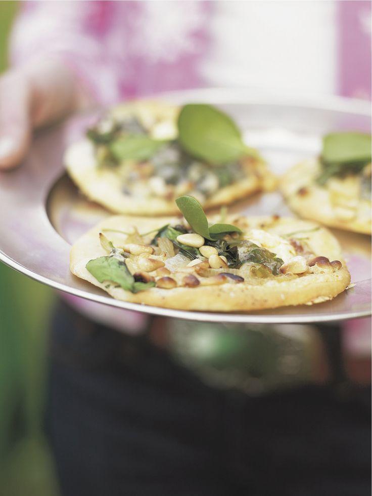 Pinjapähkinäiset Västerbottensost-pizzat