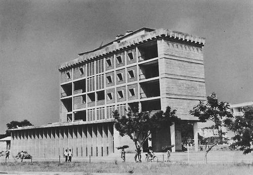 fuckyeahbrutalism:        Society General Bank, Brazzaville, Democratic Republic of the Congo, 1960s  (Henri Chomette)