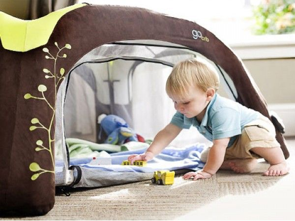 GoCrib - Inflatable Portable Crib or Play Pen : I Would love to have something like this for when my god baby gets to spend the night :)