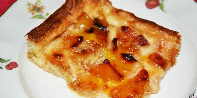 Hojaldre relleno con crema pastelera y manzana.