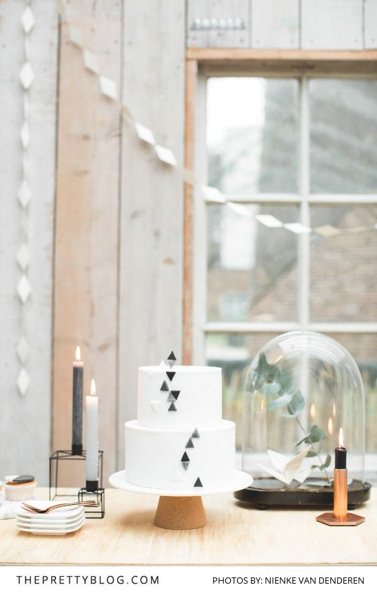 White Minimalistic Wedding Cake with Muted Geometric Details | Photography by Nienke van Denderen | Cake by Astrids Bakkerij