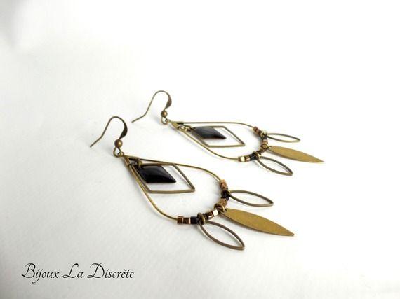 """Boucles d'oreilles '""""goutte"""" en métal bronze avec losange noir et navettes métal bronze"""