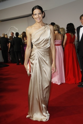 Style-Check: Bettina Zimmermann glänzt im langen Comma-Gold