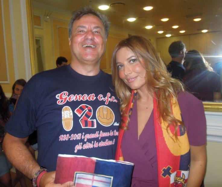 """Sono con Selvaggia Lucarelli alla presentazione del suo romanzo """"Che ci importa del Mondo"""" il 28 giugno 2014 all'Hotel Bristol di Genova. Donna intelligente, molto carina, simpatica, last but not least, molto genoana :-)"""