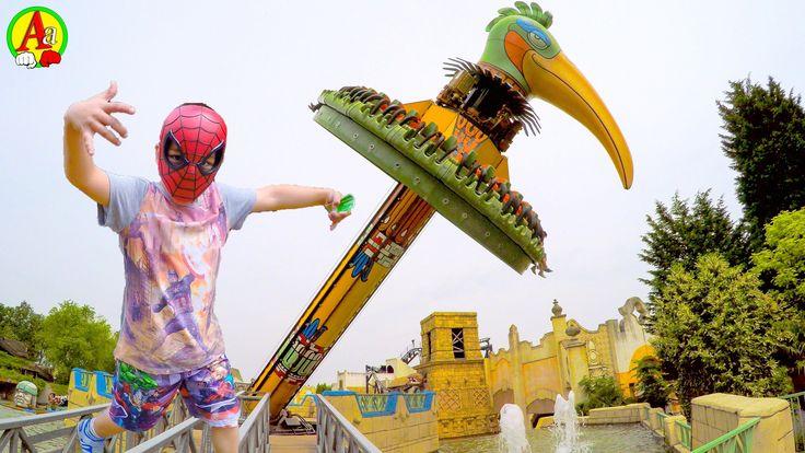 Маленький Человек Паук на Аттракционе крутящийся Попугай