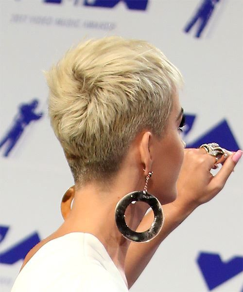 Katy Perry Short Straight Casual Pixie Hairstyle with Blunt Cut Bangs – Light Platinum Blonde Hair Color
