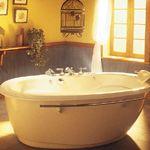 Comment choisir entre une baignoire à remous ou thérapeutique, texte en 3 parties, très utile.Choisir une baignoire - Décormag