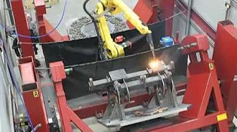 Lincoln Electric welding cell with FANUC robot - YouTube