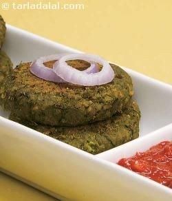 Even health enthusiasts will queue up for a second helping of this kebab that is made of chana dal, spinach, methi leaves and aromatic spices. Proper cooking techniques such as shallow-frying with minimal oil and a thoughtful combination of ingredients qualifies this north indian starter for a health book!