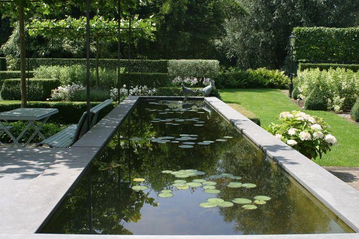 een waterpartij is niet alleen mooi om zien maar brengt ook rust in de tuin