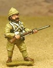 CO17a British: Infantryman at the ready (head variants)