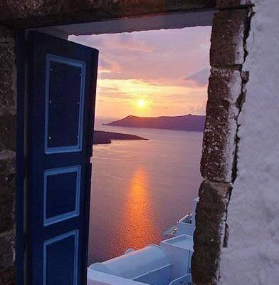 One of the best sunsets in the world #Santorini #Cycladen #touchoforange