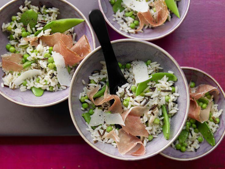 Erbsen-Reis mit Parmaschinken - und Parmesan - smarter - Kalorien: 452 Kcal - Zeit: 35 Min. | eatsmarter.de Erbsen und Parmaschinken ergänzen den Reis.